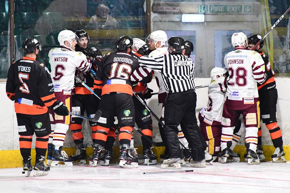 Fiesty against the boards - Warriors vs Tigers@ Whitley Bay Ice Rink, Sunday 2 September 2018
